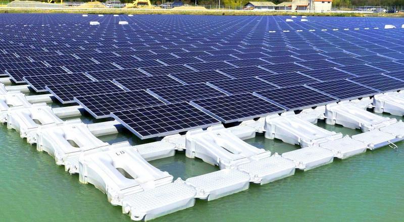 Panneaux solaires flottants